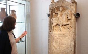 10092014-STR-Stèle funéraire de Comnisca. Début du 1er siècle après JC.