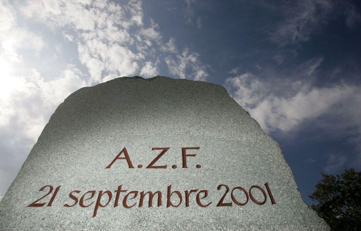 Stèle du souvenir de la catastrophe d'AZF. 18/09/09 Toulouse Frédéric Scheiber/20minutes – FRED  SCHEIBER / 20 MINUTES
