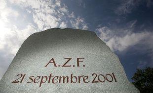 Stèle du souvenir de la catastrophe d'AZF. 18/09/09 Toulouse Frédéric Scheiber/20minutes