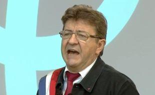 Jean-Luc Mélenchon prononce un discours place de la République à Paris, le samedi 23 septembre, après un défilé contre la réforme du Code du travail, et plus largement contre le «coup d'Etat social» du gouvernement.