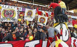 Lens, le 9 mai 2014. Match comptant pour la 37e journee du championnat de ligue 2 de football qui opposait le RC Lens au stade brestois 29. Ici les supporters lensois etaient plus de 40.000 a assister a cette rencontre.
