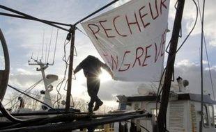 """M. Sarkozy a proposé """"l'exonération totale des cotisations patronales et salariales pour une durée de six mois renouvelable"""". Le coût de cette mesure est évalué à 21 millions d'euros par trimestre, a-t-il précisé."""