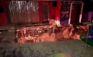 Vingt-deux personnes ont été blessées dans la nuit de samedi à dimanche lorsqu'une partie du sol d'une discothèque de Tenerife, dans les îles Canaries, s'est effondrée.