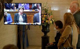 La présidente du Parti démocrate unioniste (DUP), Arlene Foster, lors d'une séance extraordinaire du parlement dévolue d'Irlande du Nord, à Belfast le 21 octobre 2019.