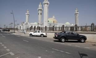 La mosquée de Dakar, l'une des plus grandes d'Afrique de l'Ouest, a fermé ses portes le 20 mars 2020 en raison du coronavirus.
