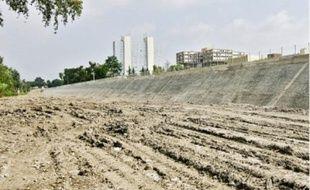 La nouvelle digue peut supporter des crues centennales de 3800 m3.