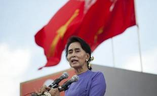 Aung San Suu Kyi lors d'un discours le 16 mai 2015 à Mawlamyaing