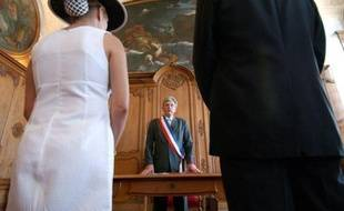 Le gouvernement ne souhaite pas que le Parlement rétablisse l'avantage fiscal accordé aux jeunes mariés l'année de leur union qu'il a supprimé dans son projet de loi de finances 2011 au nom du rabotage des niches, a indiqué mercredi son porte-parole Luc Chatel.