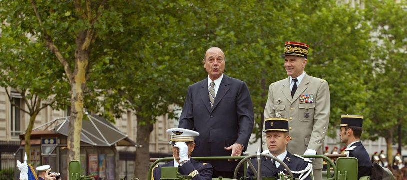 Jacques Chirac, le 14 juillet 2002, quelques minutes avant la tentative d'attentat de Maxime Brunerie.