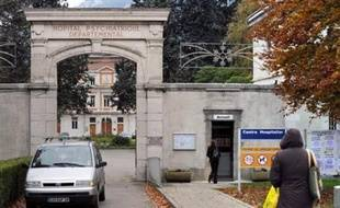 La mort d'un étudiant, poignardé par un homme échappé d'un hôpital psychiatrique à Grenoble et déjà auteur de trois agressions du même type, suscitait jeudi des interrogations sur les conditions de sortie des malades mentaux, au point que l'Elysée convoque une réunion.