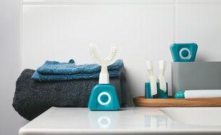 La brosse à dents qui nettoie simultanément toutes vos dents en 10 secondes.