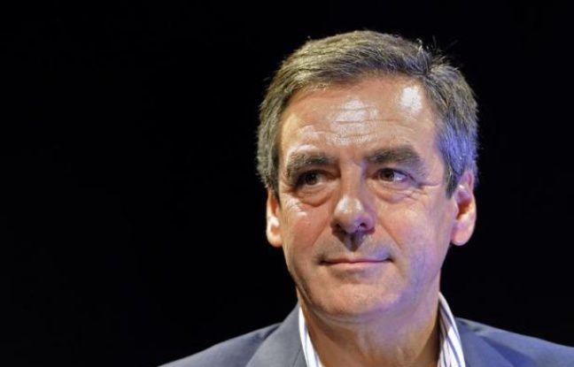 """François Fillon reproche à Jean-François Copé, son rival pour la présidence de l'UMP, de """"rechercher le buzz à tout prix"""" et affirme ressentir """"beaucoup d'insatisfaction chez les militants"""" du parti, dans une interview publiée samedi sur leParisien.fr"""