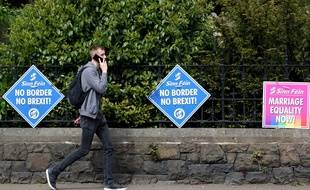 Des deux côtés de la frontière irlandaise, le Sinn Fein, catholique pro-réunification, a fait campagne contre le Brexit.