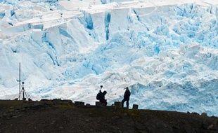 Des scientifiques brésiliens de la base antarctique Commandante Ferraz au travail, le 10 mars 2014