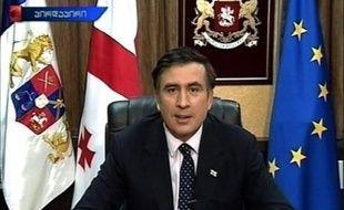 """Saakachvili a cependant appelé les habitants de Tbilissi à garder leur calme, tout en estimant que la ville était """"menacée""""."""