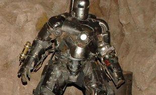 """Les chercheurs de l'Armée américaine travaillent au développement d'une armure de haute technologie qui donnerait aux soldats """"une force surhumaine"""" comme dépeinte dans les films d'action """"Iron Man""""."""