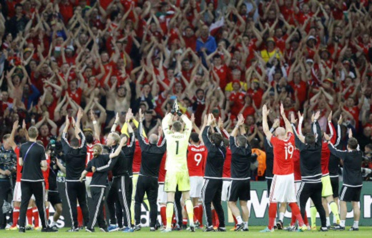 Les Gallois fêtent leur qualification en demis avec leurs supporters –  Frank Augstein/AP/SIPA