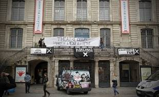 Les Interluttants occupent le théâtre du Nord, à Lille.