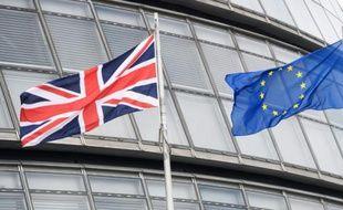 Grande-Bretagne: les syndicats s'engagent avec réticence pour l'ancrage européen