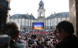 La diffusion sur écran géant de l'Enlèvement au Sérail à Rennes en 2011. L'opéra était également joué en direct dans le bâtiment.