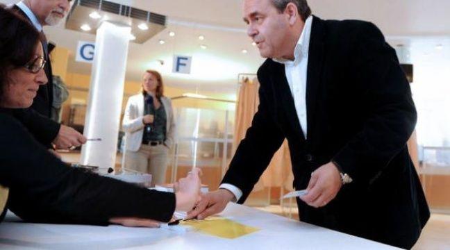 L'ancien ministre UMP, Xavier Bertrand, a été réélu dimanche député de la 2e circonscription de l'Aisne, avec 50,3% des voix, a annoncé une source UMP à l'AFP. – Alain Julien afp.com