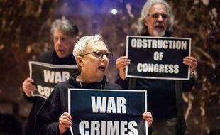 Des activistes manifestent dans la Trump Tower à New York, le 11 janvier 2020.
