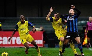 L'Inter Milan s'est enfoncé en perdant au Chievo Vérone (1-2), dimanche, quand tous ses concurrents pour le titre ont avancé, à commencer par l'AC Milan, toujours leader après sa victoire contre la Fiorentina (1-0), samedi, lors de la 13e journée du championnat d'Italie.