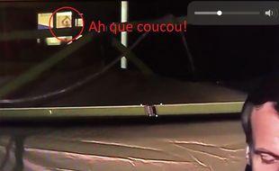 En plein discours d'Emmanuel Macron à Mulhouse, une silhouette faisant coucou est apparue.