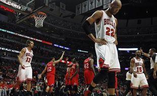 Les joueurs des Chicago Bulls après leur défaite en playoffs contre les Philadelphie 76ers, le 2 mai 2012 à Chicago.