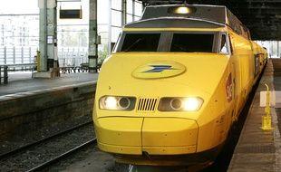 Un TGV postal en gare à Paris en 2006