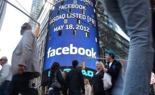La plateforme boursière Nasdaq était également visée par des plaintes en nom collectif comme celle de Phillips Goldberg, un investisseur du Maryland (est), pour ne pas avoir été en mesure de traiter en temps et en heure les ordres boursiers massifs pendant la première journée de cotation de Facebook.
