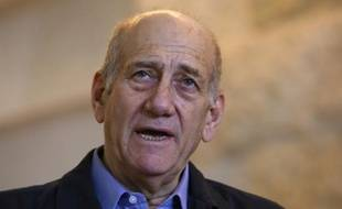 Ehud Olmert à la sortie du tribunal le 29 décembre 2015 à Jérusalem