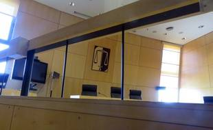 Illustration du box des accusés du tribunal de grande instance de Rennes