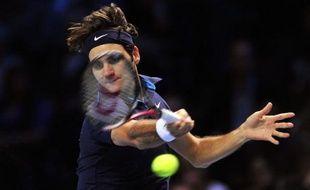 Le Suisse Roger Federer s'est qualifié pour les demi-finales du Masters en battant l'Espagnol Rafael Nadal en deux sets 6-3, 6-0, mardi lors de la 3e journée.