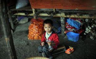 Après des mois de dialogue de sourd entre pouvoir birman et rébellion kachin, les combats redoublent de violence dans le nord du pays où des dizaines de milliers de déplacés sont pris au piège entre le front et une Chine où ils ne sont plus les bienvenus.