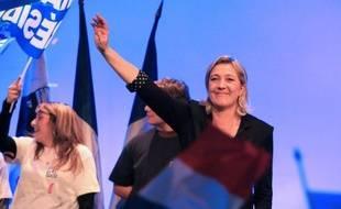 """Louis Aliot, vice-président du Front national, a affirmé dimanche que Marine Le Pen """"n'entendait pas remettre en cause la loi Veil"""" sur l'IVG, après les déclarations controversées de la candidate FN sur le sujet."""