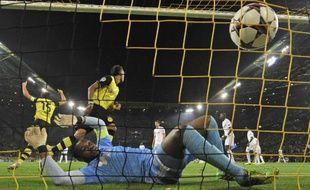 Le gardien de Marseille, Steve Mandanda, impuissant lors de la défaite face à Dortmund (3-0) en Ligue des champions, le 1er octobre 2013.