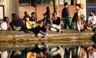 Les quais du Canal-Saint-Martin dans le 10e arrondissement
