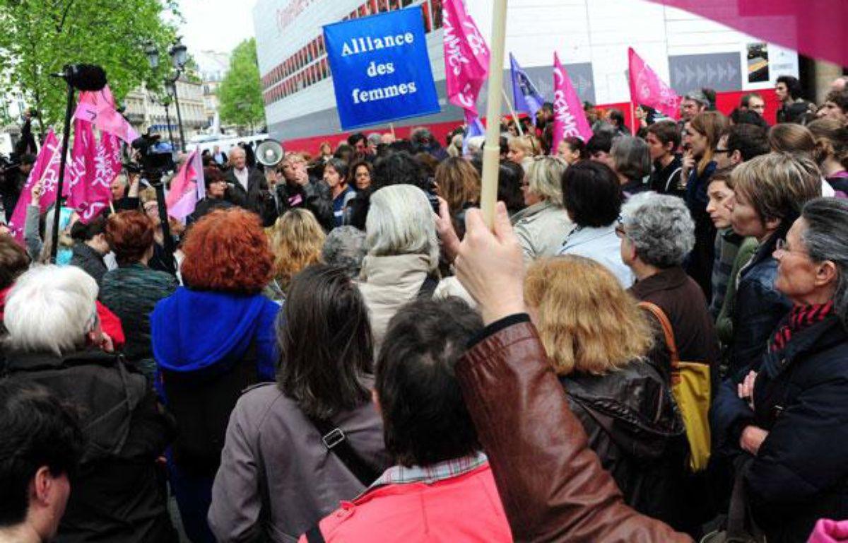 Le 5 mai, des féministes manifestent contre l'abrogation de la loi sur le harcèlement sexuel.   – ALFRED/SIPA