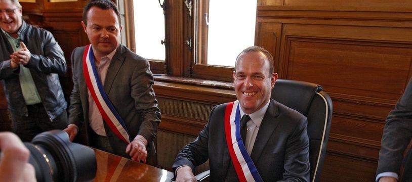 Steeve Briois (FN), maire d'Hénin-Beaumont, et son adjoint Bruno Bilde (G).