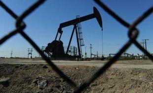 Un puits de pétrole près de Los Angeles aux Etats-Unis, le 2 février 2011