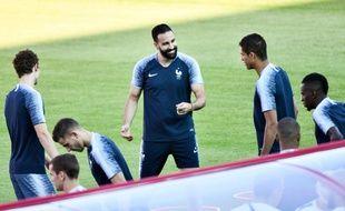Adil Rami à l'entraînement avec l'équipe de France à Glbovets, le 2 juillet 2018.