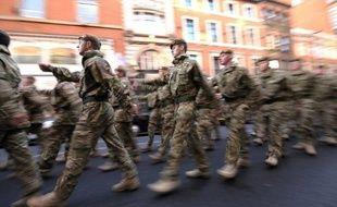 """Six soldats britanniques sont portés """"disparus"""" en Afghanistan et """"présumés morts"""", a annoncé mercredi le gouvernement à Londres, ce qui porte à plus de 400 le nombre de militaires du Royaume-Uni tués dans ce pays depuis le début du conflit en 2001."""