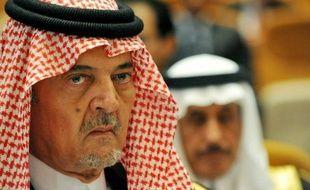 Le chef de la diplomatie saoudienne Saoud al-Fayçal a annoncé dimanche à la Ligue arabe le retrait des observateurs saoudiens en Syrie.