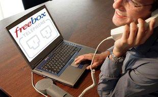 Un utilisateur de Free contacte l'assistance téléphonique