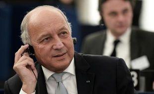 Le ministre français des Affaires étrangères Laurent Fabius participe à un débat sur les résultats de la COP21, au Parlement européen à Strasbourg, le 20 janvier 2016