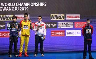 Duncan Scot, tout à droite, refuse de s'afficher sur le podium du 200m des Mondiaux de Gwangju aux côtés de Sun Yang, le vainqueur.