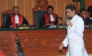 """L'Indonésien Umar Patek, artificier présumé des attentats de Bali en 2002, a demandé lundi """"pardon"""" aux familles des 202 victimes, disant """"regretter"""" ces explosions tout en assurant n'y avoir joué qu'un rôle mineur et à contrecoeur."""