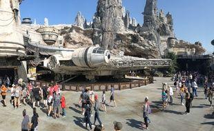 Le Faucon Millenium de Star Wars Galaxy's Edge, à Disneyland, en Californie.