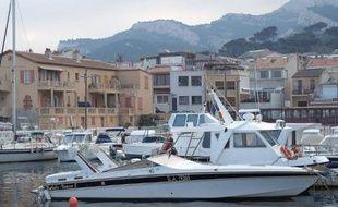 L'ancienne usine Legré Mante se situe juste derrière le port de la madrague de Montredon à Marseille.